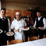 Ristorante-Macerata-Hotel-San-Crispino...lo chef e i camerieri.jpg