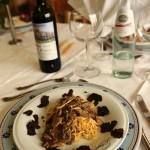 tagliatelle-Fugnhi e tartufo...altra-prospettiva-con-vino-rosso.jpg